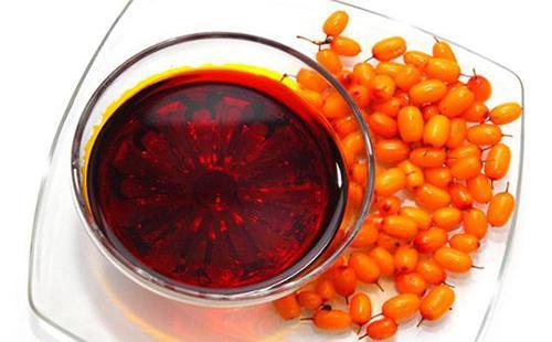 Оранжевые ягоды облепихи украшают смесь ягод и димексида